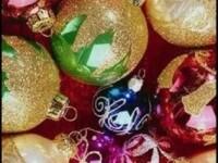 Reduceri romanesti! La globuri de brad sau dulciuri cu Mos Craciun