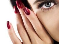 Noua moda in manichiura: versuri scrise pe unghii!