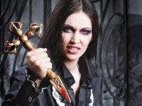 Nicoleta Luciu e cea mai sexy vampirita de anul acesta! Galerie foto