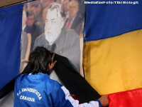 Suporterii Universitatii Craiova l-au omagiat pe Adrian Paunescu