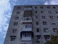 Un baietel de 3 ani a cazut de la etajul 7, dar a supravietuit