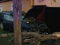 Un sofer din Timisoara care s-a urcat baut la volan, a intrat in gardul unei case