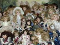 Pitici si balerine, varianta britanica a pestelui de portelan din Romania. Este cea mai mare colectie de bibelouri din UK
