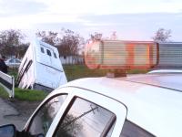 Accident in Timis. Noua persoane sunt ranite dupa ce un autobuz s-a rasturnat intr-un sant