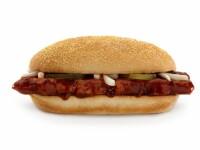 Cum arata McRib, readus in meniul McDonald's, inainte de a fi pus in farfuriile clientilor