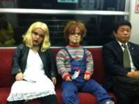 Care sunt cele mai ciudate aparitii si costumatii de la metrourile din SUA sau China. FOTO