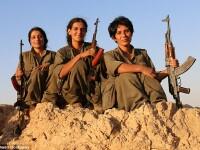 Tinerele care lupta impotriva Statului Islamic. Motivul pentru care jihadistii sunt ingroziti de ideea de a fi ucisi de femei
