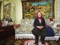 Viata incredibila a femeilor care locuiesc in satele parasite de langa Cernobil.