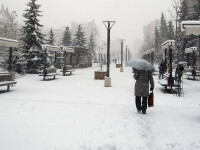 ANM: Informare meteo de ninsori, precipitatii mixte si polei, in intreaga tara, pana marti la ora 12:00