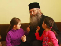 """""""Am avut copii care nu intelegeau conceptul de familie"""". Langa Radauti, o manastire are grija de peste 100 de suflete"""