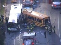 Sase oameni au murit dupa coliziunea dintre doua autobuze in SUA. Imaginile surprinse dupa impactul violent
