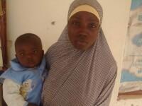 Una dintre cele 270 de eleve rapite de Boko Haram in 2014, gasita de soldatii nigerieni, cu un copil de 10 luni