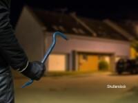 Un barbat, care a incercat sa sparga o casa, s-a catarat pe un gard si a ramas blocat. Ce scuza penibila a invocat VIDEO
