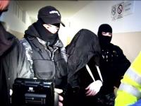 Politistul din Pitesti care a dat foc apartamentului si a tras cu pistolul in vecini, dupa o cearta cu sotia, a fost arestat