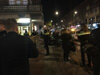 Atac armat in fata unei cafenele din Amsterdam. Un barbat a deschis focul cu o arma automata: un mort si doi raniti. VIDEO