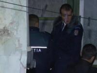 Un barbat din Prahova l-ar fi ucis pe cel care l-a primit in propria casa. Agresorul, gasit de politie in pat, beat