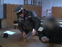Un tanar din Botosani, prins de politisti in timp ce se droga in parc. Ce le-a marturisit dupa ce si-a recunoscut fapta