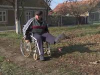 A fost lovit de masina si nu poate merge fara scaun cu rotile, dar statul i-a retras pensia. Cum a fost explicata decizia