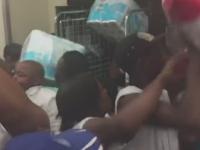 Imbulzeala intr-un magazin din Johannesburg, de Black Friday. Oamenii s-au luptat pentru hartie igienica. VIDEO