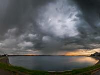 Un ciclon cu aer rece și unul cald vor intra în weekend în România. Sunt așteptate ploi și ninsori