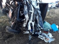 Accident cu un mort şi 5 răniţi, pe DN 22. Un microbuz s-a ciocnit cu un autoturism