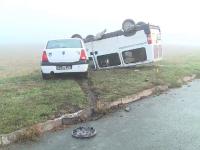 Patru persoane au fost rănite, dupa ce un microbuz s-a răsturnat în Arad