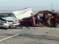 Un copil de 10 ani a murit şi două persoane au fost rănite în urma unui accident rutier, în Dolj
