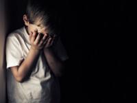 Drama unui copil drogat şi obligat să stea închis în dulap. \