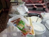 Carne expirată de 3 ani descoperită la un magazin din Capitală. Marfa, depozitată în spații insalubre