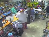 Jaf în echipă, într-un magazin din Mehedinți. Hoții au acționat chiar sub ochii angajaților