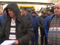 Societatea de transport public din Pitești, în grevă. Angajații protestează în curtea unității