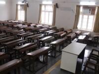 Doi adolescenţi de 15 şi 16 ani din Vrancea au spart şcoala. Ce au furat