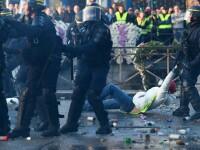 """Protest cu 244.000 de persoane, în Franța: """"Ne gazează, dar suntem paşnici"""". FOTO"""