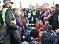 Străzile din Londra, blocate de mii de persoane. Oamenii, supărați de Guvernul Theresei May