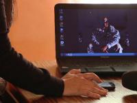 O femeie din Hunedoara i-a trimis 11.000 € unui bărbat cunoscut pe Facebook. Ce i-a promis escrocul