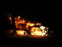Cinci mașini au luat foc, în Capitală. De la ce au pornit flăcările