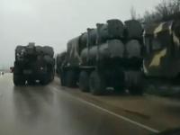 """Convoi militar rusesc filmat lângă granița cu Ucraina. Poroșenko vorbește de un """"război în toată regula"""""""