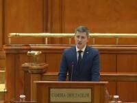 """Barna, puțin nervos în Parlament: """"Românii au dreptul să îşi aleagă primarii în două tururi"""