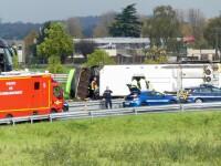 Un autocar cu 33 de pasageri s-a răsturnat în Franța. Printre răniți se află și 2 români