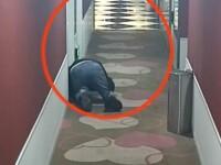 """Bărbat filmat în timp se târa pe holul unui hotel. Ce plan """"pervers"""" avea"""
