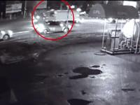 VIDEO cu momentul în care o autospecială de la ISU este lovită în plin de o mașină