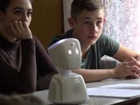 Se întâmplă în România. Roboții merg la școală în locul copiilor care suferă de boli grave