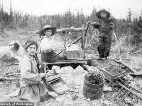 O fotografie virală din 1898 stârnește conspirații. \