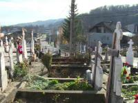 Scandal într-un cimitir din Dâmbovița. Enoriașii au ajuns la judecată cu biserica