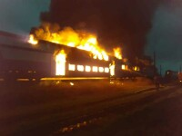 Două vagoane ale unui tren de călători, distruse de un incendiu, în Teleorman
