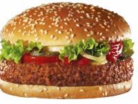 FOTO. Ce a gasit in sandvis un barbat care isi cumparase un burger de pui la un restaurant fast-food
