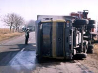 Circulatia blocata pe DN1 din cauza unui camion rasturnat pe sosea!