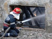 Incendiu puternic intr-un complex comercial de la marginea Capitalei