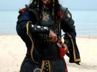 Asa da coleg! Johnny Depp a cumparat echipei de filmare haine de iarna