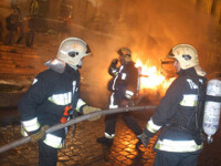 Panica in Turda: o cladire in care locuiau opt familii, amenintata de foc